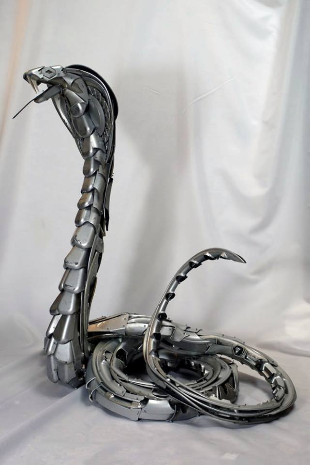 08-King-Cobra-Snake-Ptolemy-Elrington-Hubcap-Creatures-and-other-Car-Parts-Animal-Sculptures-www-designstack-co