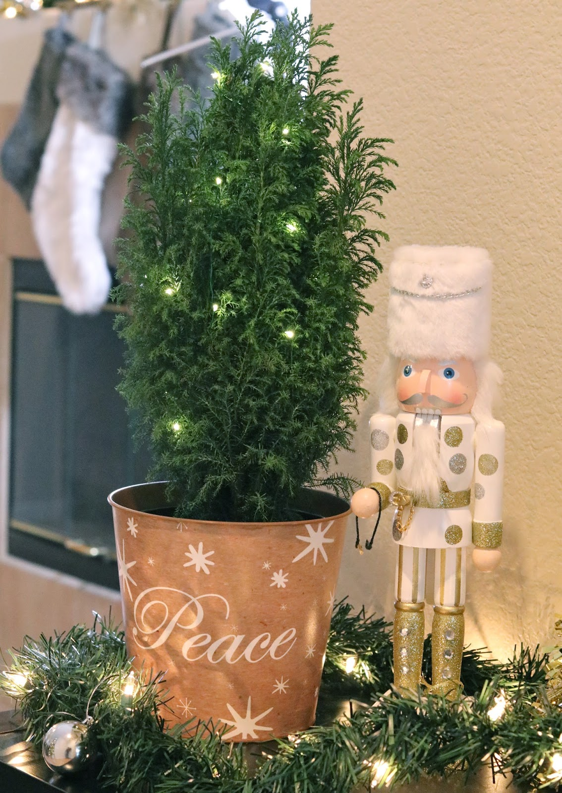 Proflowers mini tree, gold and silver nutcracker