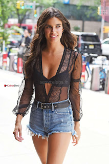 Sara-Sampaio-Out-in-Midtown---New-York-05+%7E+SexyCelebs.in+Exclusive.jpg