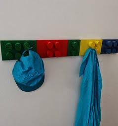 http://translate.googleusercontent.com/translate_c?depth=1&hl=es&rurl=translate.google.es&sl=en&tl=es&u=http://www.instructables.com/id/Coat-hanger-that-looks-like-Lego-blocks/&usg=ALkJrhhZ1K-jfv3Mnd9oMzrlr3HC2PTlEw