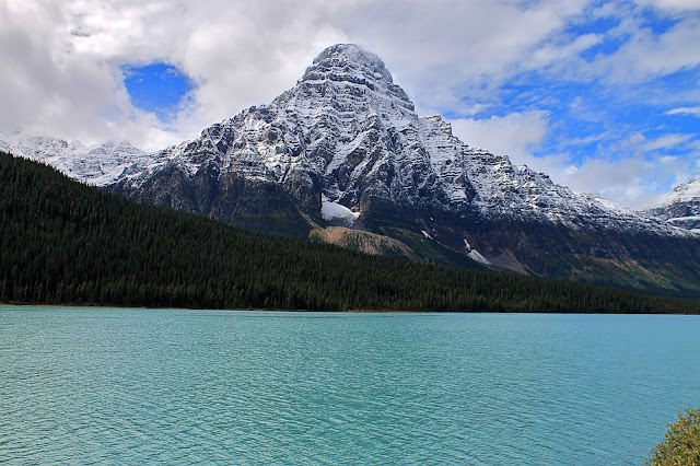 banff national park geology trip travel roadtrip geologist glacier lake mountains rocks ©rocdoctravel.com hiking Canada