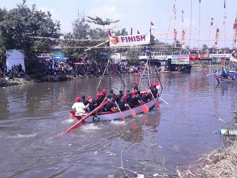 Tradisi Lomban di Kabupaten Batang