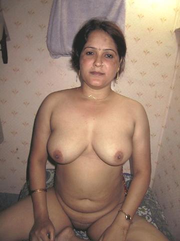 Sexy busty tits nude housewife bhabhi