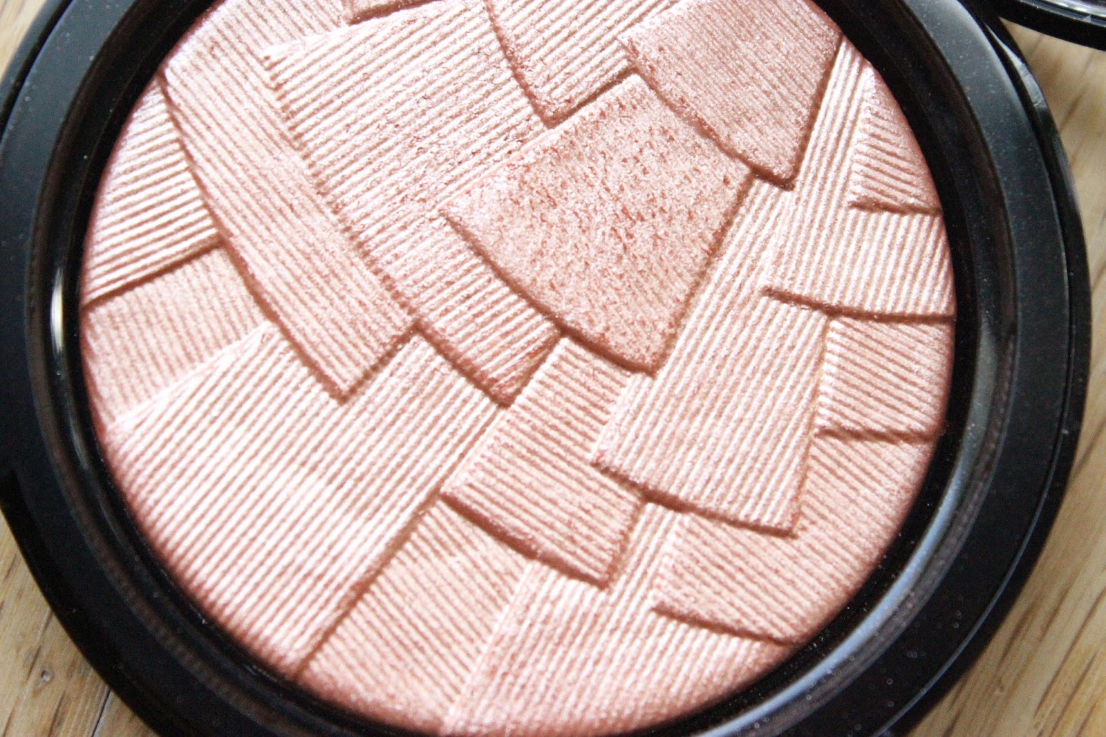 anastasia beverly hills illuminator peach nectar nc50 black skin dark skin beauty blogger review woc uk abh nataliekayo discoveriesofself