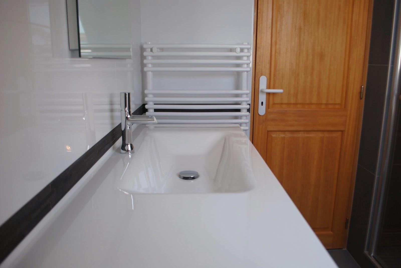 installation d 39 une petite salle de bains haut de gamme tres nature a locoal mendon