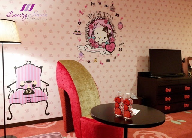 Superb Relax in girlish furniture such as the high heeled luxury sofa and a sweet ribbon cushy couch The chest of drawers is also decorated with pink kitty