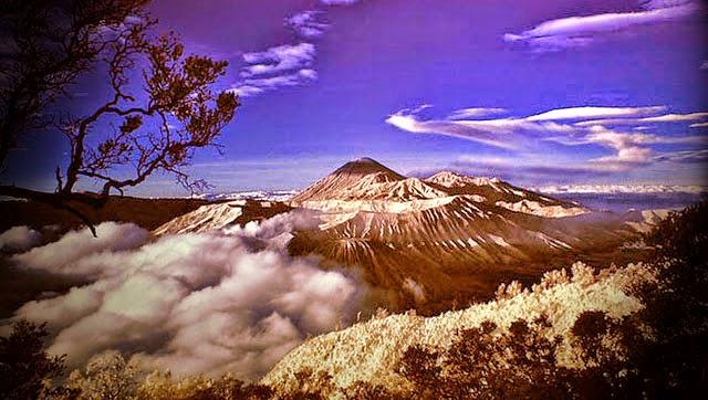 Puncak Gunung Jayawijaya di Papua