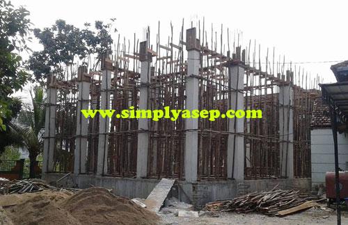 PERLUASAN :  Inilah bagian yang akan segera dibangun. Perluasan Masjid Nurul Falah Jl Supadio, Dusun Wonodadi. Kubu Raya. Kalimantan Barat. Foto Asep Haryono