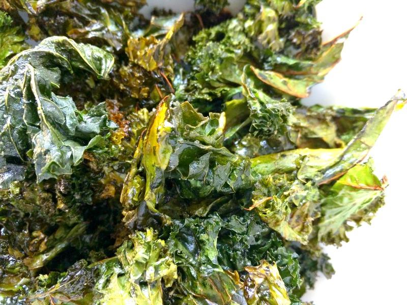 crispy salty baked kale chips recipe (paleo, gluten and grain free!)