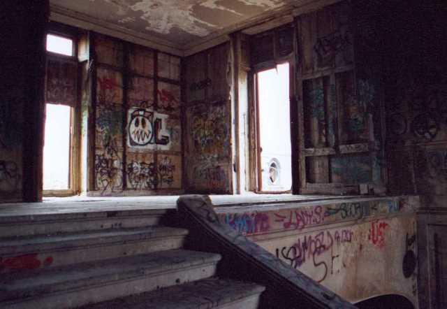 mansión abandonada de los Rothschild en París.
