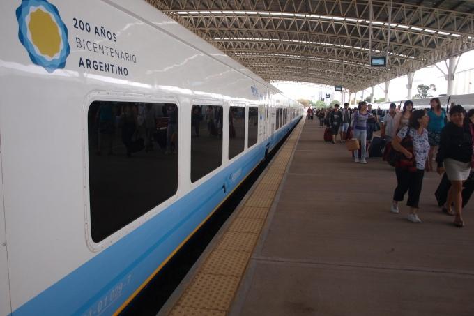 """Lunghi aseguró que """"el tren va a venir"""", ante una espera que ya lleva casi dos años"""