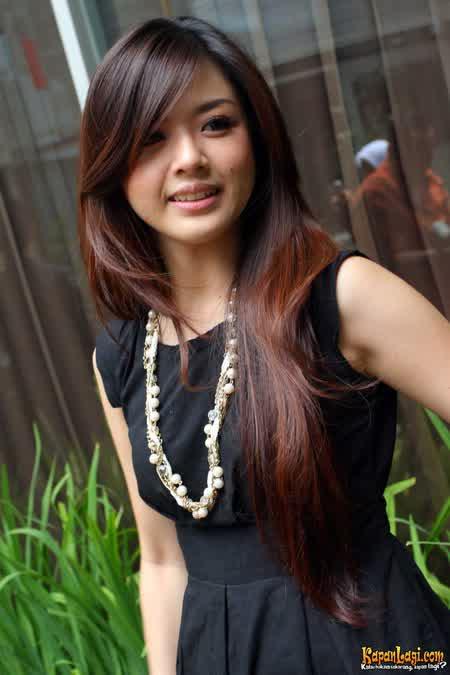 Franda pake baju hitam tambah cantik dan anggun