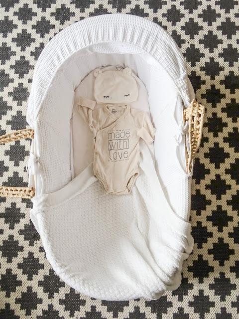 Raskaus, toinen raskaus, Baby B, vauva, valmistautuminen, odotus, ensisänky, Mooseskori