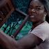 """Mãe precisa resgatar filhos de invasores no trailer de """"Breaking In"""""""