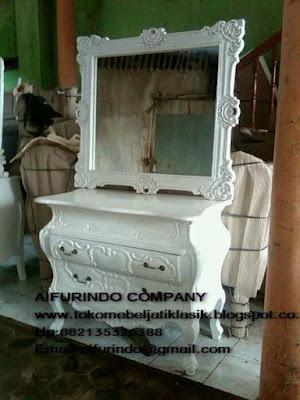 furniture mebel jepara,toko mebel jati klasik,furniture Jati Klasik duco mewah,code A1004,Bufet Duco putih,Bufet pigura duco putih