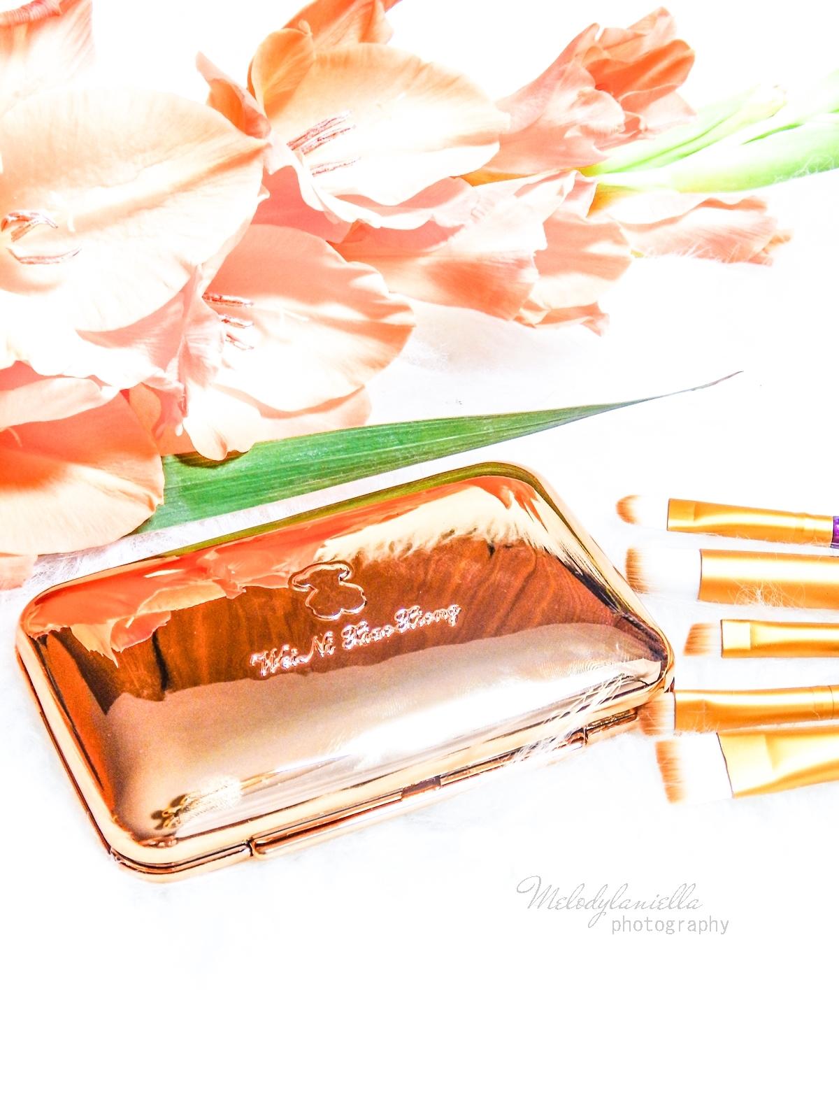 10 azjatyckie chińskie kosmetyki recenzja melodylaniella beauty paleta 6 cieni brokatowe cienie do powiek sammydress cienie do powiek ze złotem i brokatem moda na karnawał