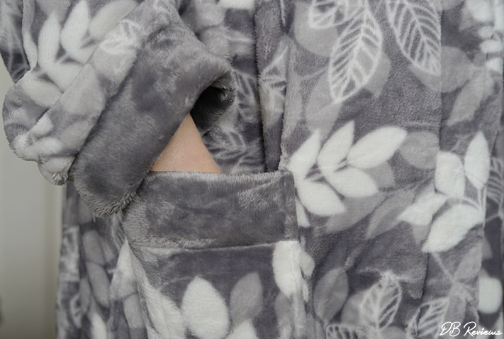 Slenderella Leaf Print Flannel Hooded Wrap