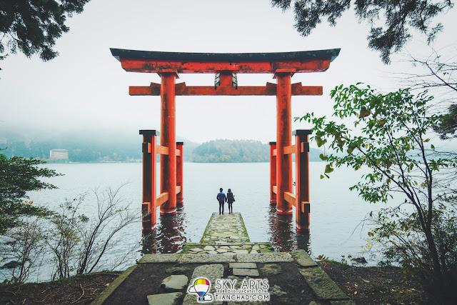 Couple shot at Hakone Shrine Japan