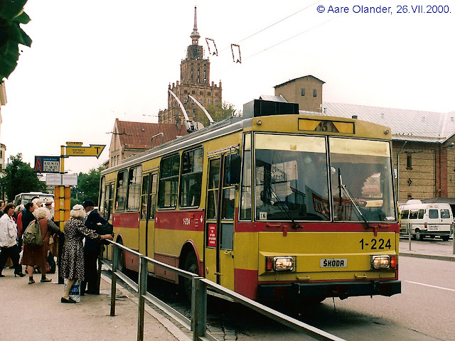 Троллейбус Шкода в Риге
