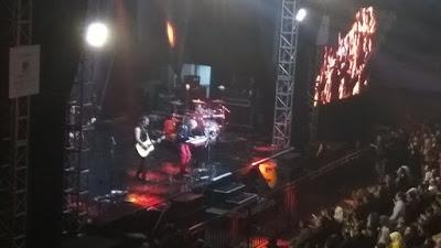 Aksi panggung MLTR dengan tata cahaya memukau (dok.windhu)