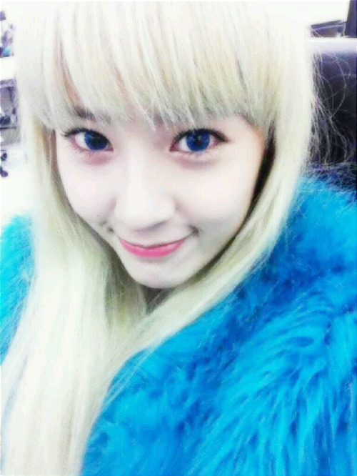 [Picture] f(x)'s Krystal in blonde hair?? - Daily K Pop News F(x) Krystal Selca