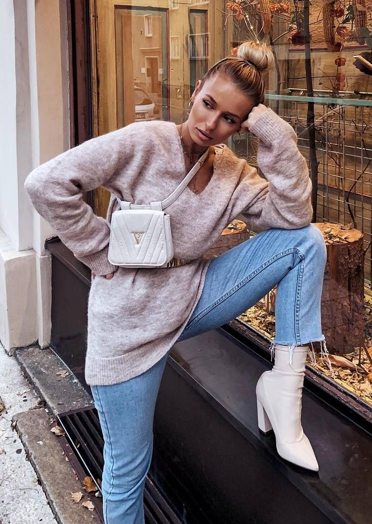 what to wear with a white bag : nude oversized sweater + jeans + boots