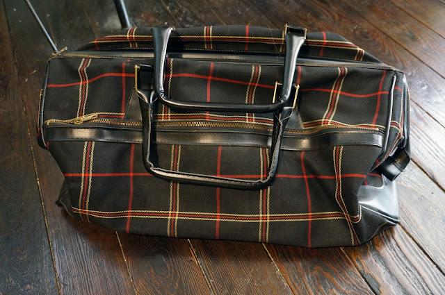 un sac de voyage écossais , tout beau tout propre 50s 60s travel plaid bag 1950s 1960s
