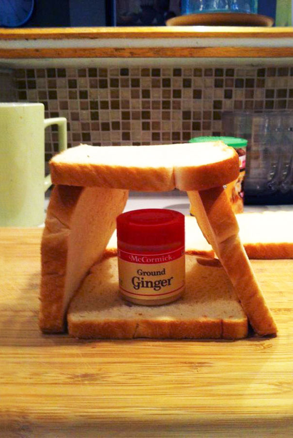 50 Hilarious Photos Of People Who Took Instructions Too Literally - Gingerbread House
