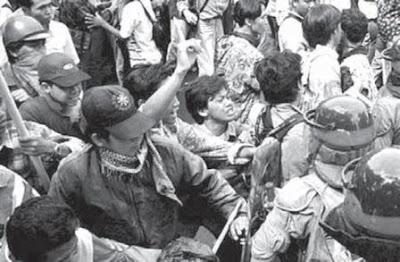 pemberontakan pada masa orde baru, pemberontakan yang terjadi di indonesia, kekerasan, tawuran, www.bukusemu.my.id