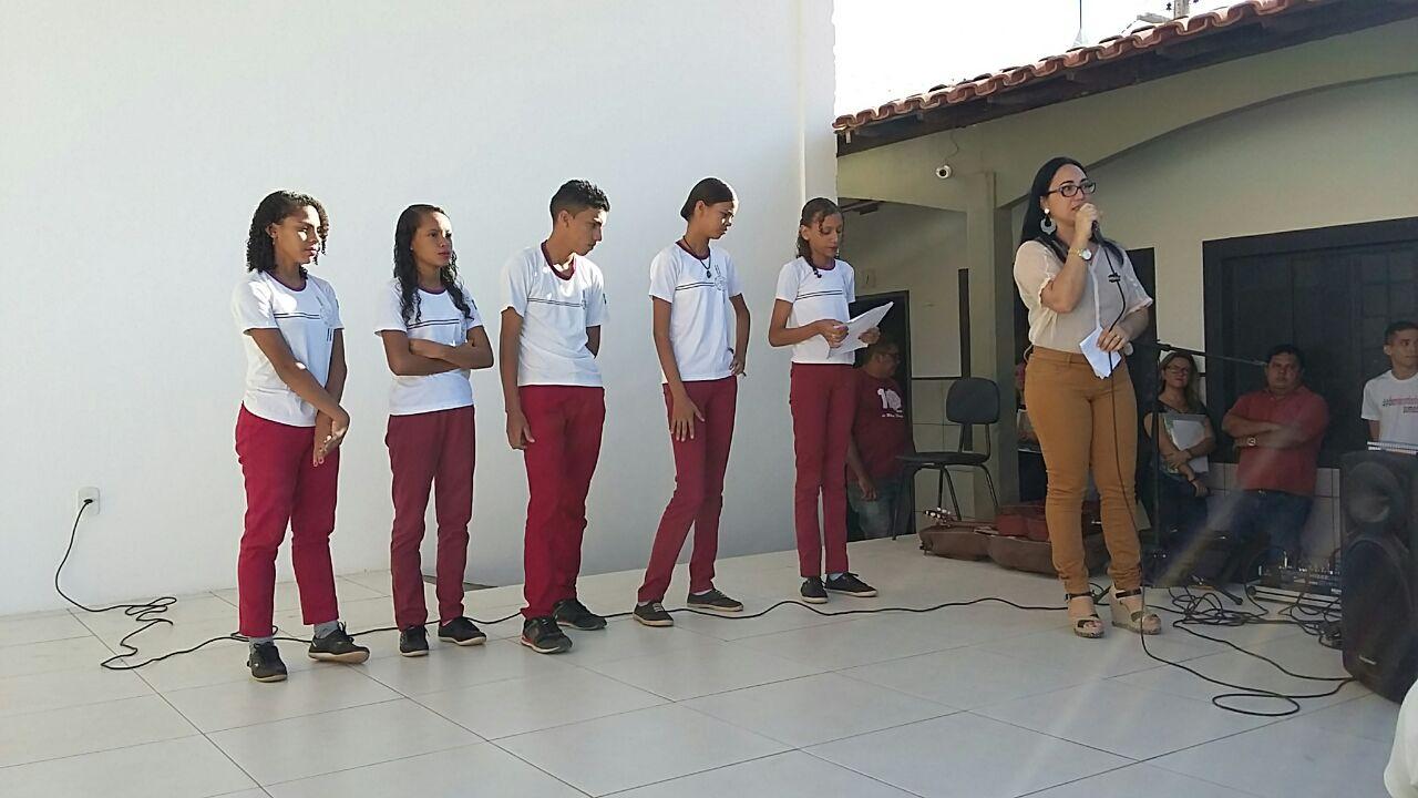 Projeto Volta As Aulas 01: PROJETO EDUCATIVO MÃOS DADAS