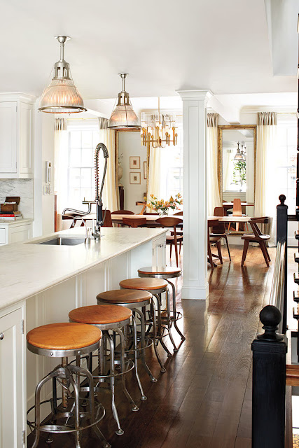 Manhattan Home: Antique light fixtures in the kitchen and dining room {Cool Chic Style Fashion}