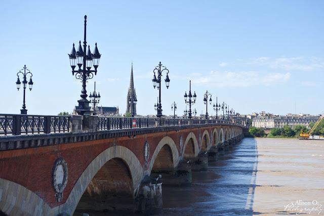 Centre ville de Bordeaux en été - Pont de Pierre