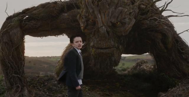"""Assista ao trailer inédito da fantasia """"Sete Minutos Depois da Meia-Noite"""", com Liam Neeson e Felicity Jones"""