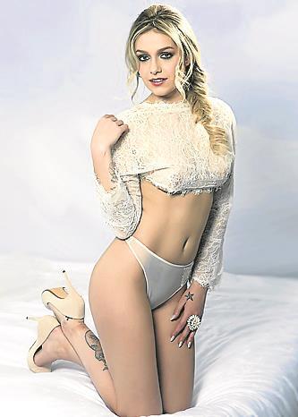 Orgullo Fan Mónica Gómez Se Desnuda En Interviú