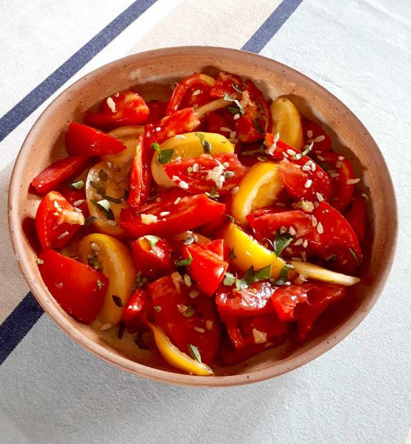 Salade de tomates anciennes au basilic et citron confit