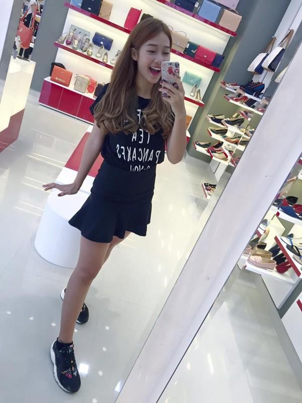 Xem mỹ nữ việt chọn giày Sneaker đế cao bắt cặp hoàn hảo cùng váy h22è