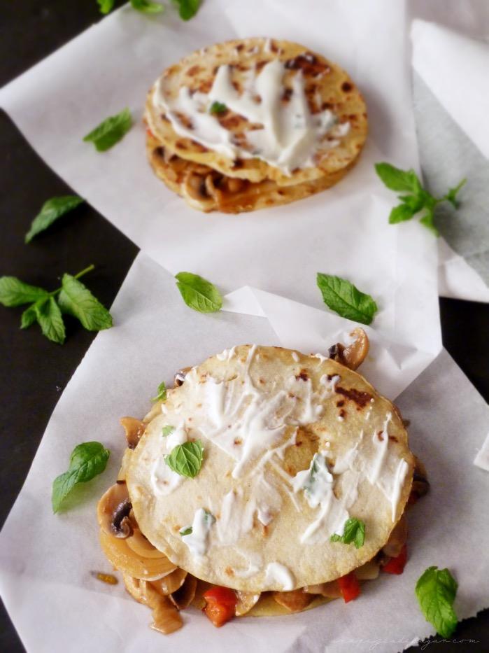 tortillas de maíz, sin gluten, sin lactosa, rellenas de verduras y champiñón