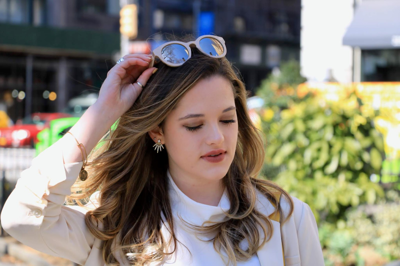 Nyc fashion blogger Kathleen Harper wearing beige sunglasses from Banana Republic