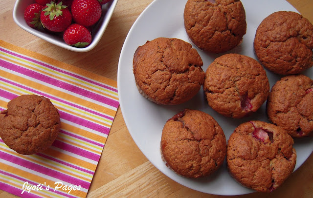 eggless strawberry banana muffins