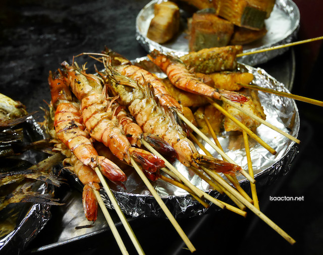 Delectable freshly grilled prawns