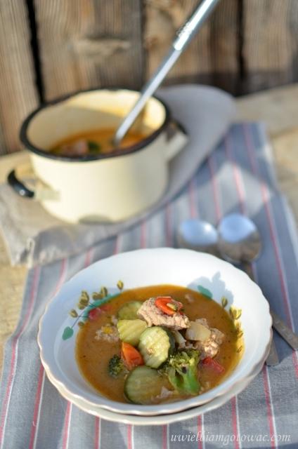 Włoska zupa z mięsem mielonym i warzywami
