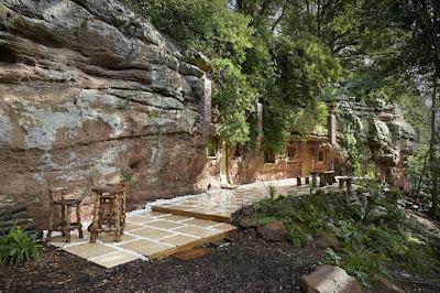 Житло в  печері, вік якої сягає 250 мільйонів років