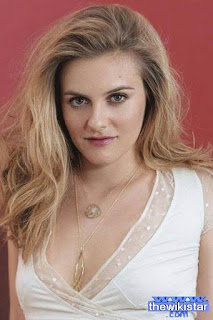 اليسيا سيلفرستون (Alicia Silverstone)، ممثلة أميركية