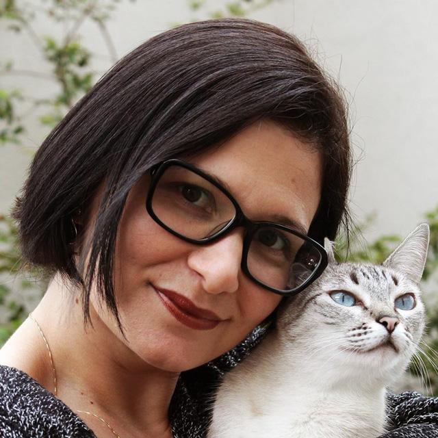 Escritora Karina Dias