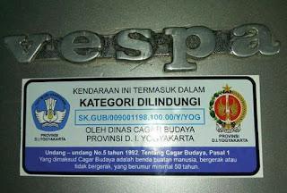 Stiker yang menyataakan bahwa Vespa adalah kendaraan yang dilindungi. Sumber foto Aferry Yanto di group motuba