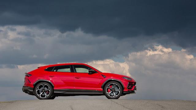 2018 New Lamborghini Urus Super SUV side view