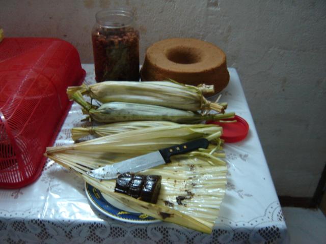 Dodol ketan, santan, gula merah dan kacang dari Sulawesi Utara