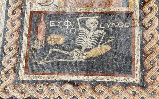 http://bradva.bg/sites/default/files/styles/640x/public/field/image/160425170735-hatay-skeleton-mosaic-be-cheerful-exlarge-169.jpeg?itok=lktYa0Lc