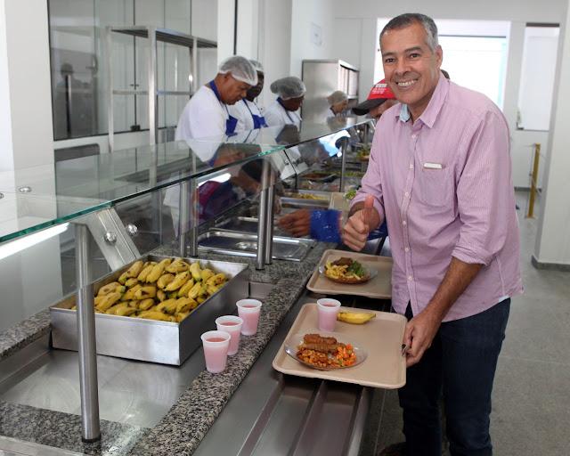 Alagoinhas: Prefeito Joaquim Neto visita Restaurante Popular em primeiro dia de funcionamento após reforma