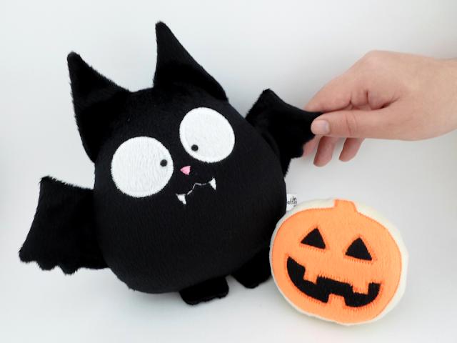 Con este vampirito Halloween será más divertido! © Guyuminos, murciélago negro de peluche